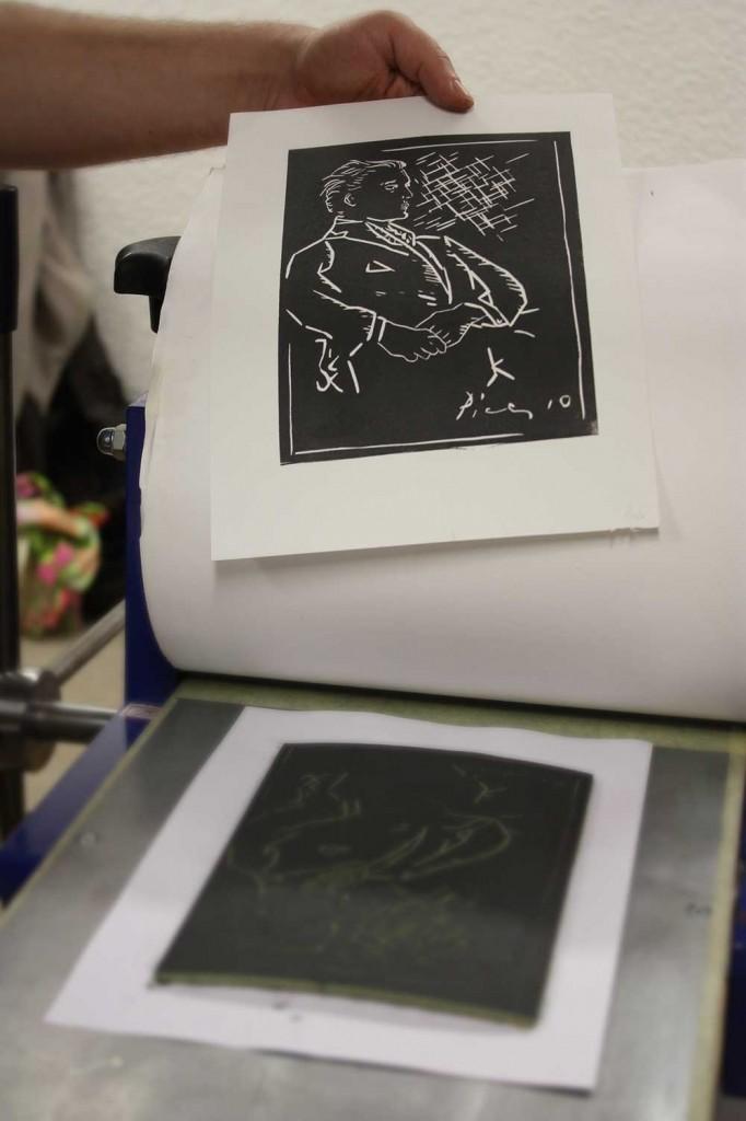 Portrait en linogravure réalisé par un stagiaire