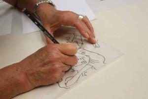 Une stagiaire qui dessine et prépare son visuel.Une stagiaire qui dessine et prépare son visuel.